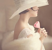 Eleonoire con rosa