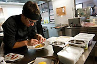 Roma - Marzapane. La chef Alba Estevez Ruiz in cucina.