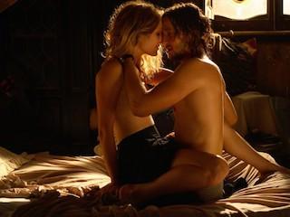 Muscoli possenti e aroma muschiato: il linguaggio nelle camere da letto dei Romance